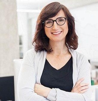 Cristina Estrada - freelance dental translator and hygienist